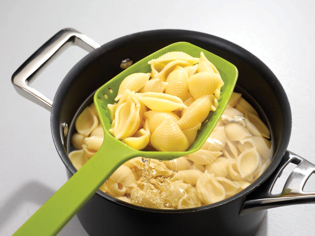 Scoop Plus Small In Use Pasta