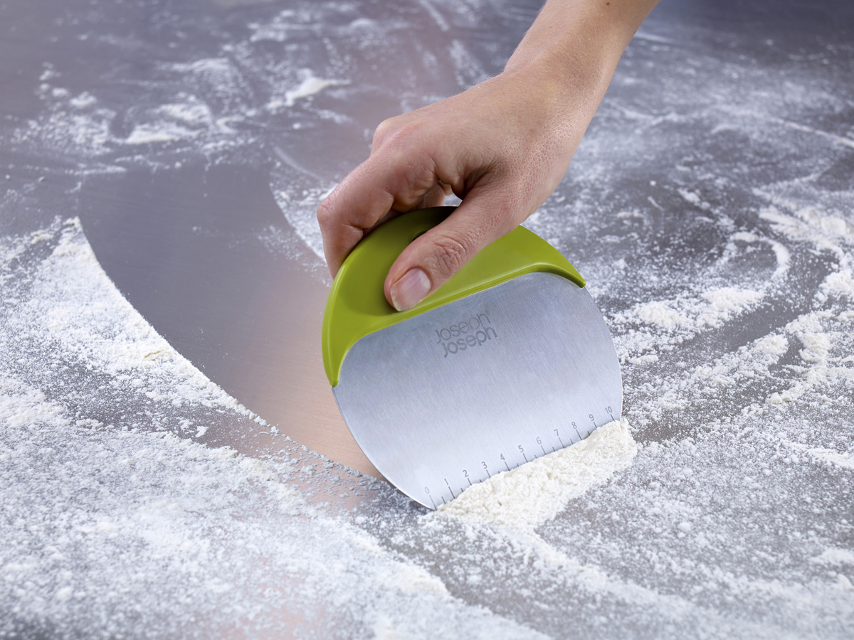 Duo Bake Scraper In Use