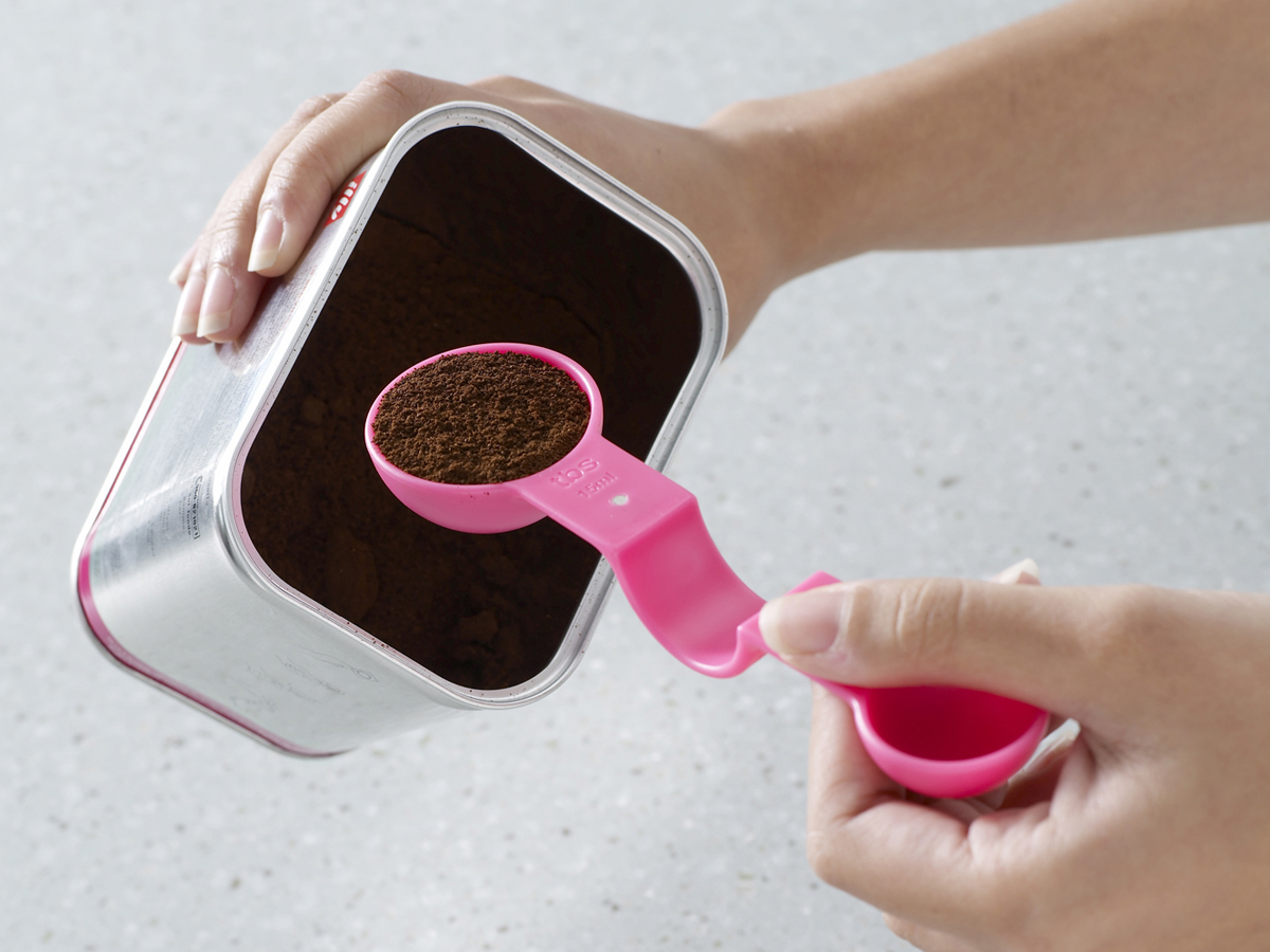 Magnetic Measuring Spoon In Use