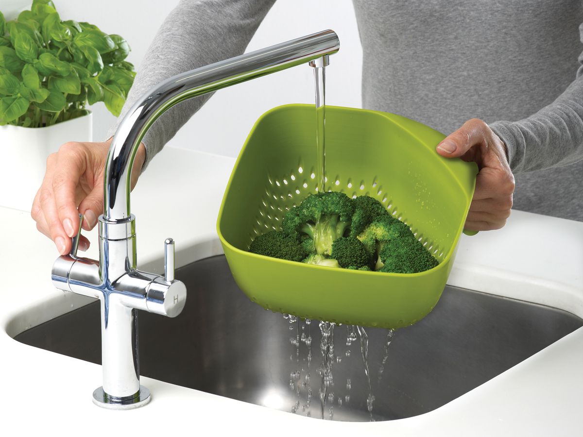 Square Colander Mk3 In Use Rinsing