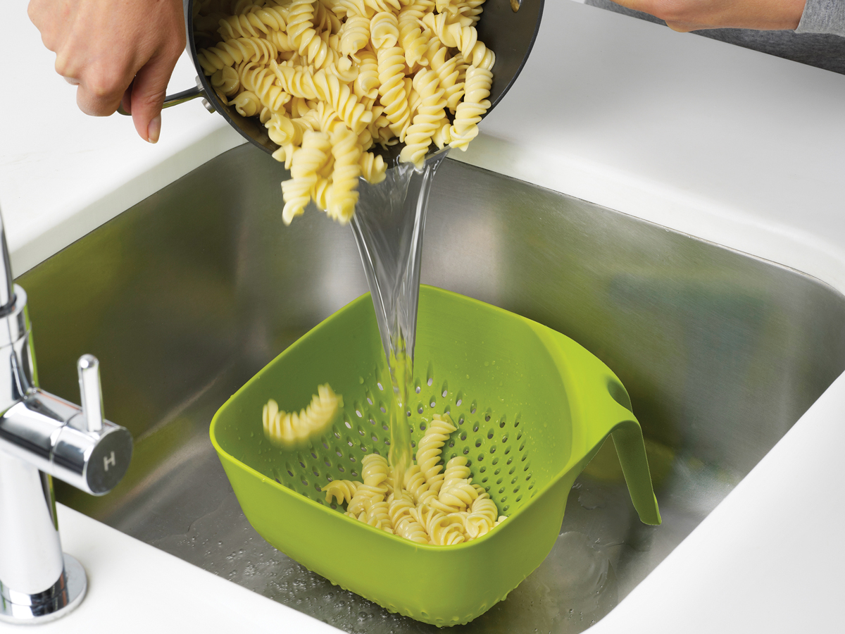 Square Colander Mk3 In Use Draining